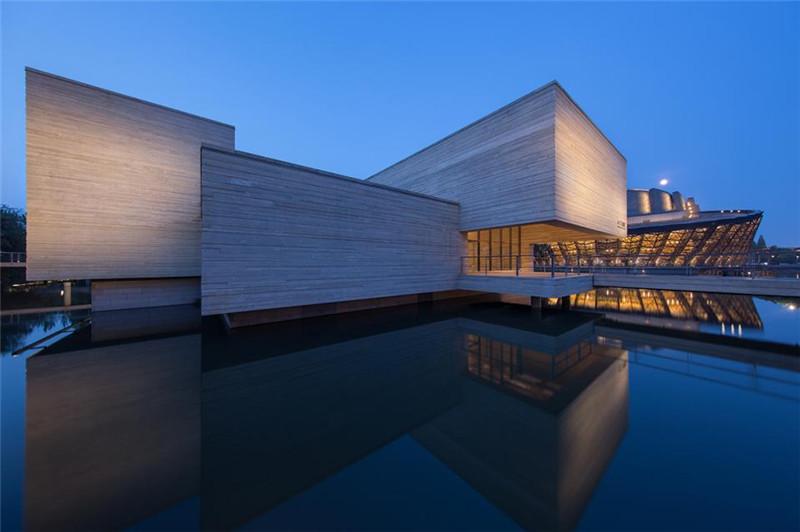 木心美术馆 照明设计 四面环水 曲桥相连